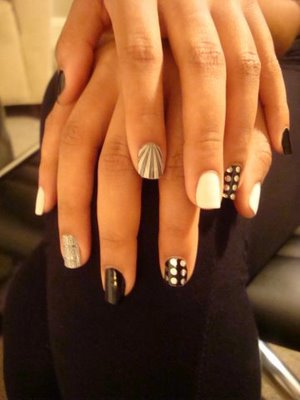92008-solange-knowles-with-minx-nail-fashion-by-lisa-loganjpg