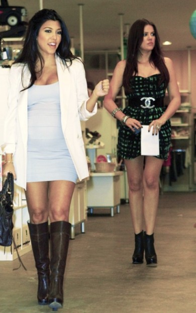 kourtney-kardashian-khloe-shopping-robertson-newsroom-102309-1-481x769