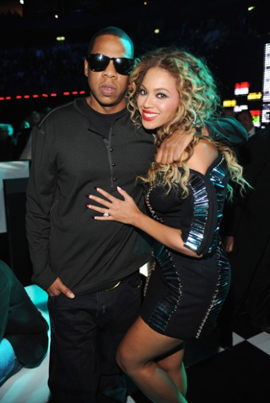 jay-z-and-beyonce-poses-backstage-during-the-2009-mtv-europe-music-awards
